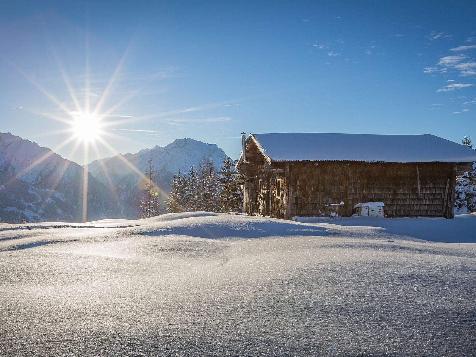 Tief verschneites Zillertal