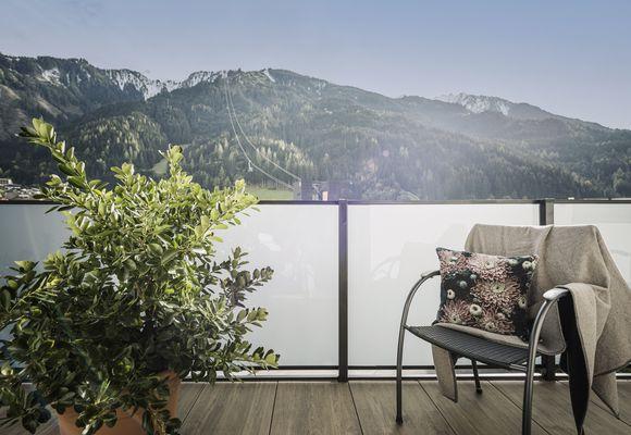 Sky Loft Silber – Balkon ostseitig mit Blick zur Ahornbahn