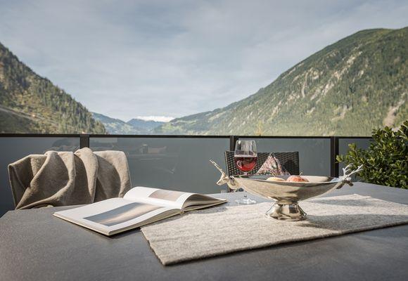 Sky Loft Silber – Terrasse zur Penkenbahn mit Blick ins Zillertal